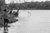 Pesca no rio Papagaio. Foto: Thiago Foresti.