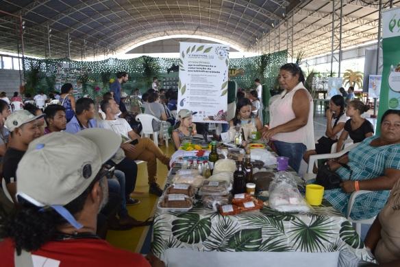 Foto 10_ Intercâmbio e aproveitamento da Sociobiodiversidade no V Festival Juruena Vivo. Foto_ Marcelo Munduruku.